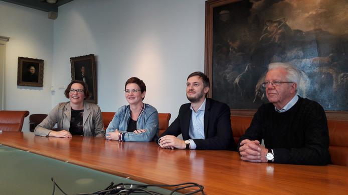 Ambassadeur 'inclusie' Sandra Langenbach, ervaringsdeskundige Iris Wijnen van de landelijke stichting Dovenschap, wethouder Rik Compagne en Gerard Visser van Toegankelijk Meierijstad (vlnr) na afloop van het persgesprek.