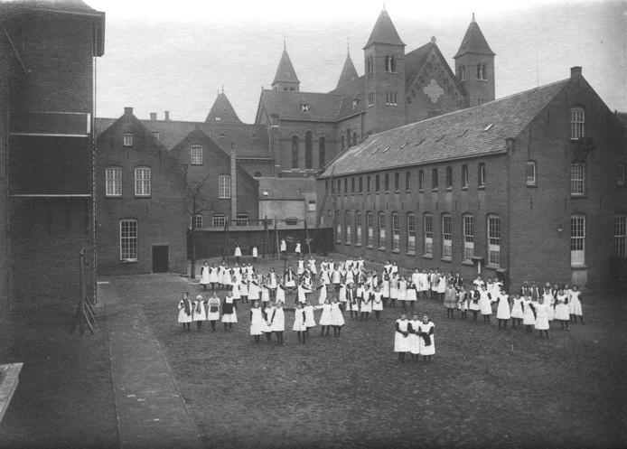 Opening van internaat in 1912 in Oirschot