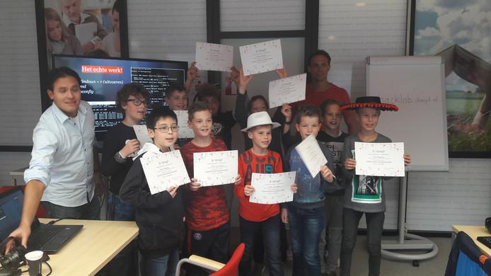 Alle kinderen behaalden hun diploma tot 'ethisch hacker'.