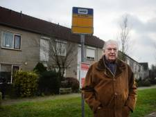 Walter (86) wil dat bushalte mét hokje in Enschede terugkeert: 'Dit is heel frustrerend'