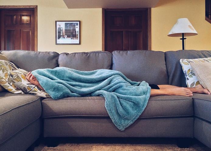 Als je alleen bent, zorg dan voor een lekkere warme deken waar je onder kunt kruipen.