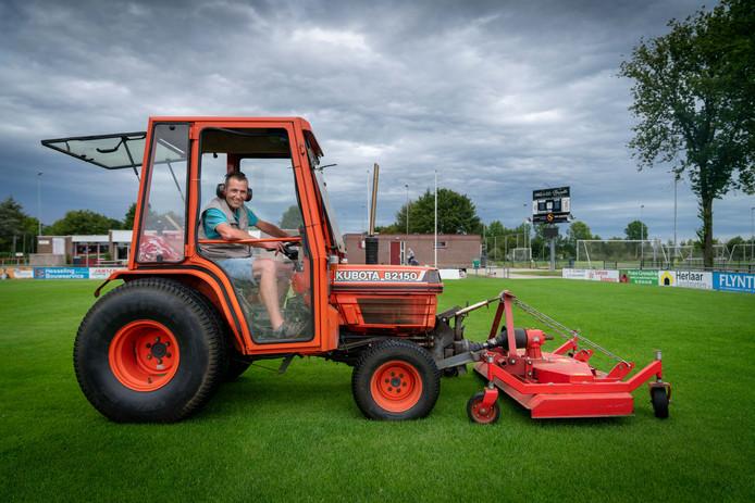 De grasmat van RKSV Driel is klaar voor de oefenwedstrijd Vitesse-Sivasspor.