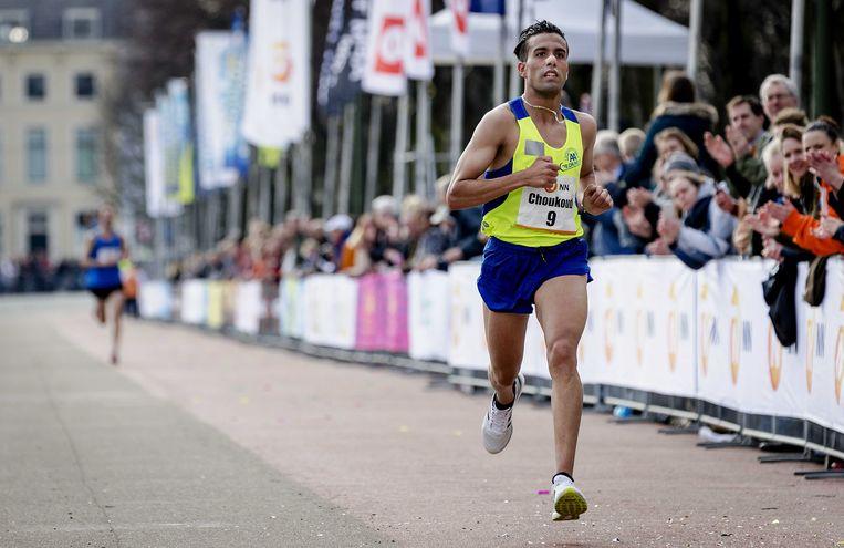Choukoud kwam als eerste Nederlander binnen tijdens de 44ste editie van de City-Pier-Cityloop.  Beeld ANP