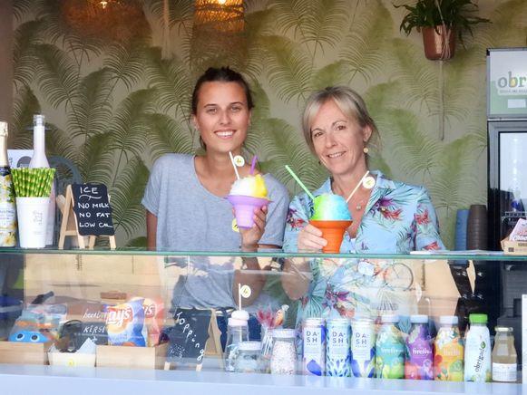 Friedel Knudde (rechts) met een van haar medewerksters.