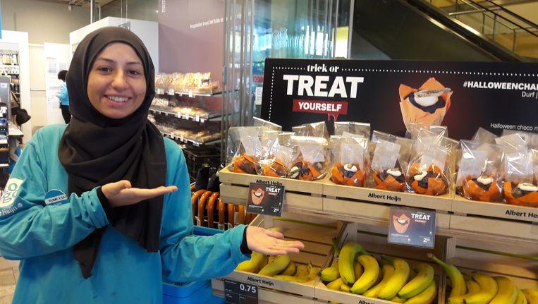 De muffins met sprinkhaan zijn voor 2 euro te koop bij Albert Heijn. Beeld AD