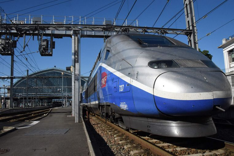 Een nieuwe trein van de TGV hogesnelheidslijn die Parijs met Bordeaux verbindt. De rit duurt slechts twee uur. Beeld AFP