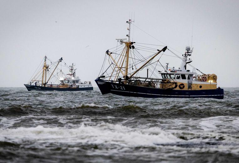 De afgelopen dagen is op zee zonder resultaat naar twee bemanningsleden gezocht.