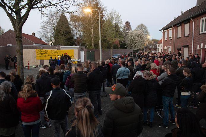 Breda Pix4Profs/René Schotanus. Tuinzigt rouwt na de moord op Ger van Zundert in Breda, april vorig jaar.