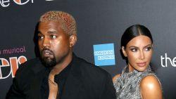 """Kim Kardashian werpt zich in de strijd met Kanye en Drake: """"Durf mijn gezin niet te bedreigen"""""""