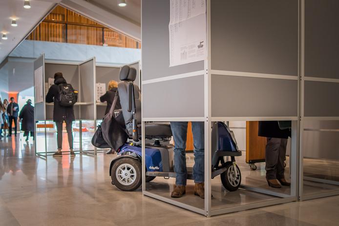 rolstoeler in stemhokje