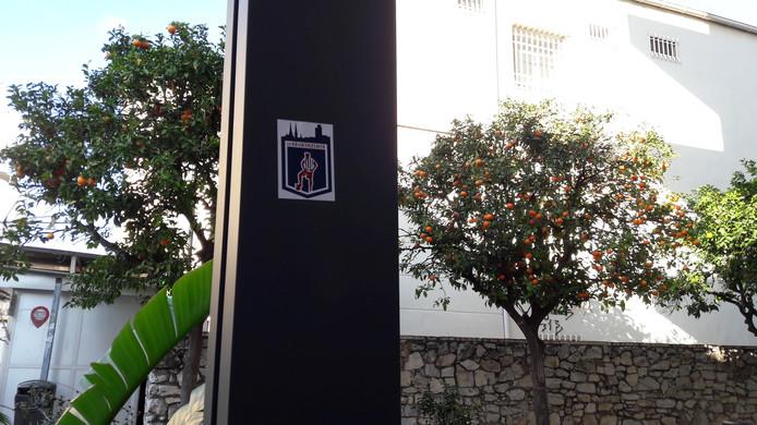 De sticker van de Kruikenzeiker in de buurt van het trainingskamp van Willem II.
