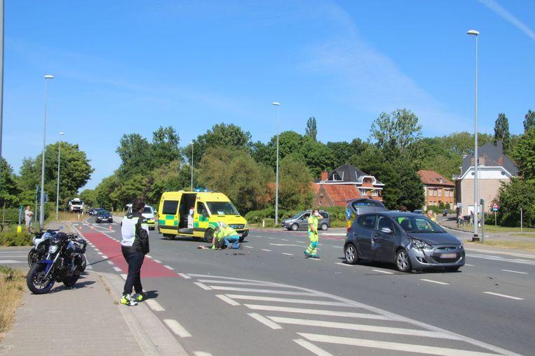 Het ongeval gebeurde op het kruispunt van de Zevekootstraat met de Oudenaardsesteenweg N42 in Erpe.