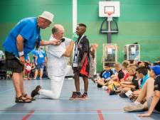 Tandenpoetsles Ome Joop's Tour zorgt voor grote hilariteit op Papendal