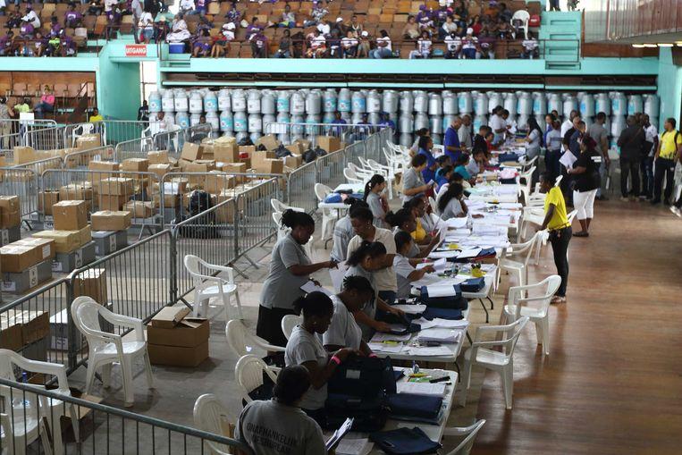 De stemmen zijn geteld, maar Suriname heeft nog geen einduitslag. Desi Bouterse eist een hertelling. Beeld ANP
