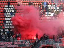 Fans steken FC Twente hart onder riem voor degradatiekraker