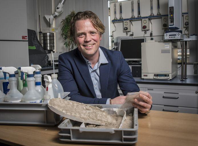 Sinds 2015 is Jaap Knotter lector Advanced Forensic Technology. Van hem komt het idee voor de moord- database.