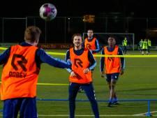 Hoe een voetbalteam tijdens de lockdown blijft aangehaakt: 'Juist nu winst zien te pakken'