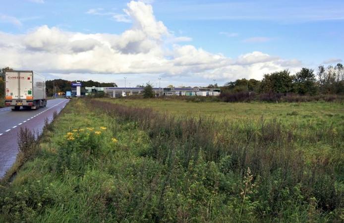 De Fibroned-locatie op de Ecofactorij. Op de achtergrond is Volvo-garage Habers aan de Zutphensestraat te zien. foto Yvonne Pieters