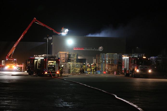 De brandweer zette een hoogwerker in.
