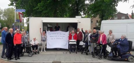 Ouderen protesteren bij frietwagen die voor commotie zorgt in  Zevenbergen