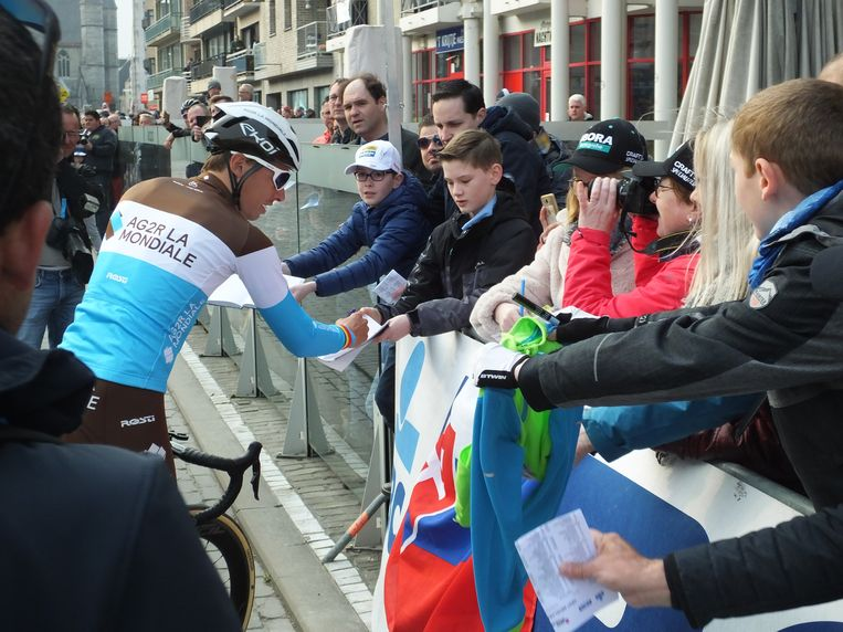 Oliver Naesen met zijn fans.