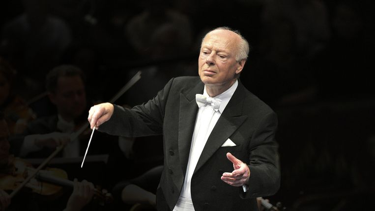 Bernard Haitink dirigeert in 2011 The Chamber Orchestra of Europe. Beeld Hollandse Hoogte