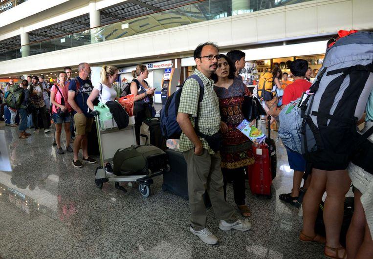 Passagiers aan de luchthaven van Denpasar.