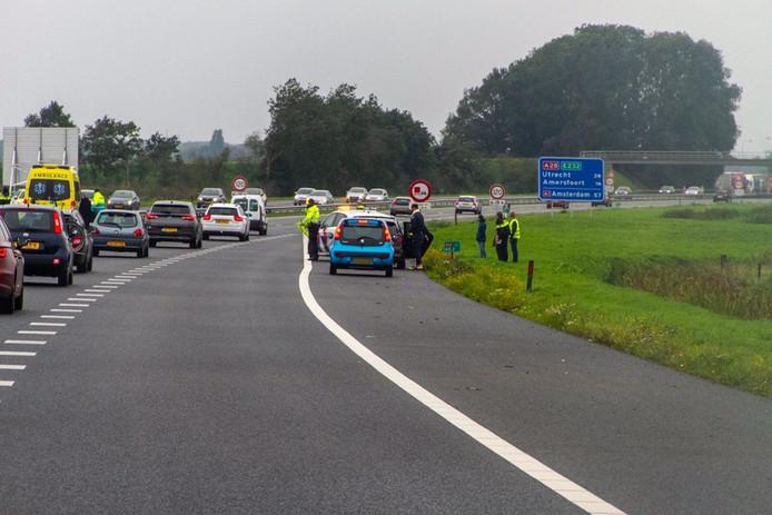 Bij het ongeluk op de A28 bij strand Nulde waren meerdere auto's betrokken.