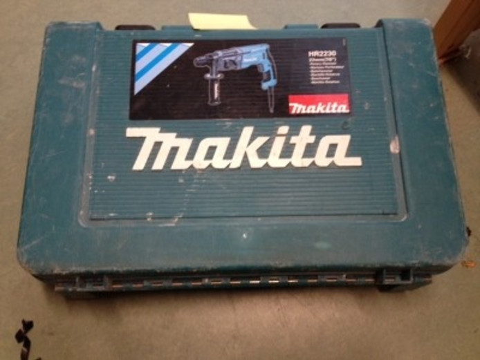 Een mogelijk gestolen boorhamer van het merk Makita.