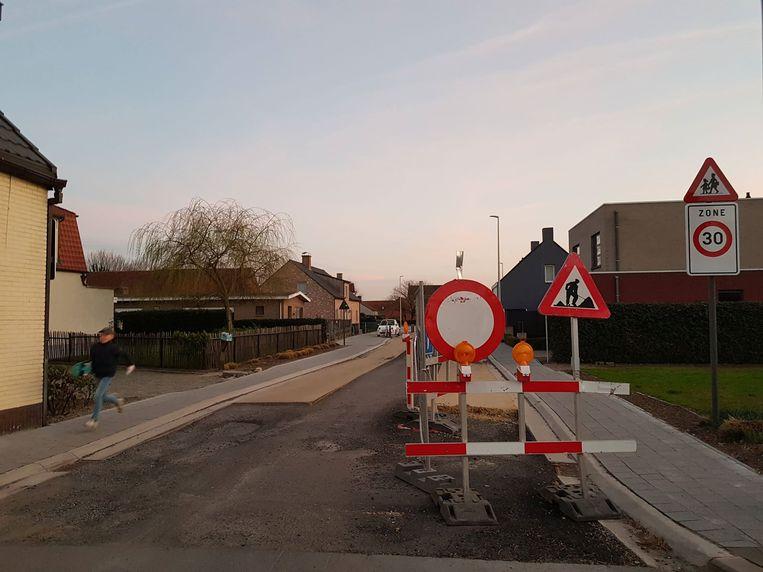 De grote riolerings- en wegenwerken liggen al drie weken stil.