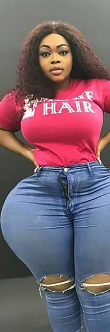 Vrouw met gigantische derrière zorgt dagelijks voor verkeerschaos
