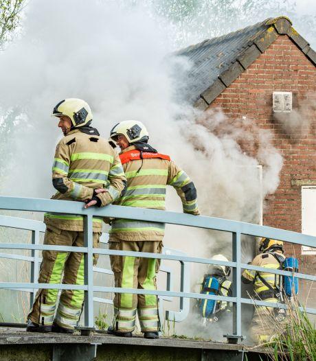 Opslag ijsbaan en hondenschool in Houten afgebrand