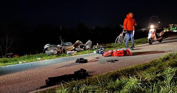 Scooterrijder in kritieke toestand naar ziekenhuis na botsing met fietser in Arnhem.