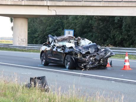 Automobilist zwaargewond bij botsing met vrachtwagen bij Rutten:  A6 afgesloten