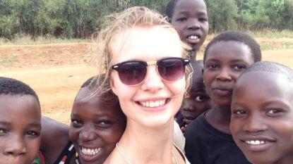 """Sophia (21) verdween 3 jaar geleden in Oeganda. Haar moeder koestert nog steeds hoop: """"Als ik opgeef, laat ik mijn kind in de steek"""""""