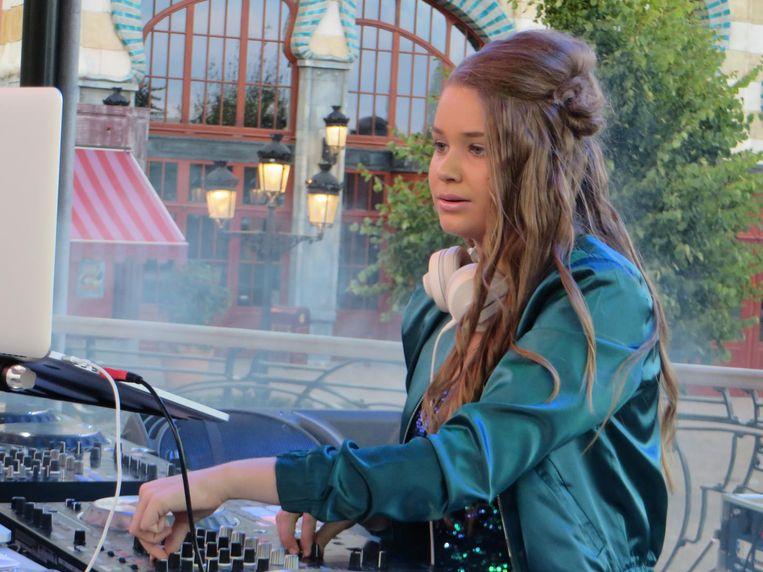 Dj Zina stond vorig jaar nog in het voorprogramma in Plopsaland, zaterdag is zij de hoofdact.