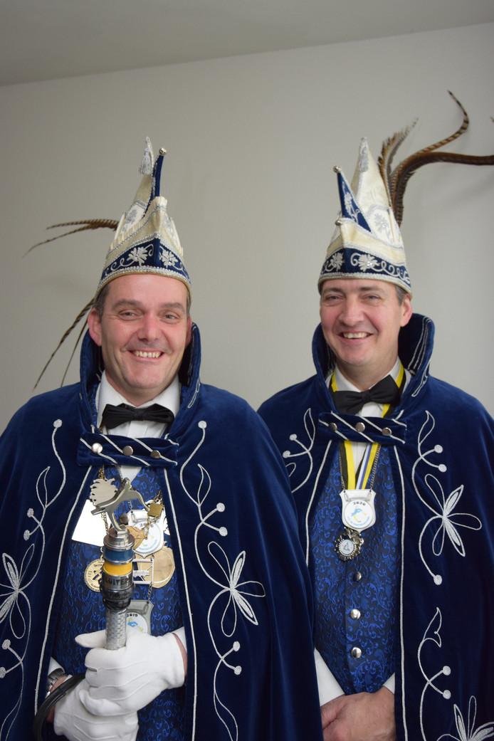 Prins Sjoak (links) en zijn adjudant Toon.