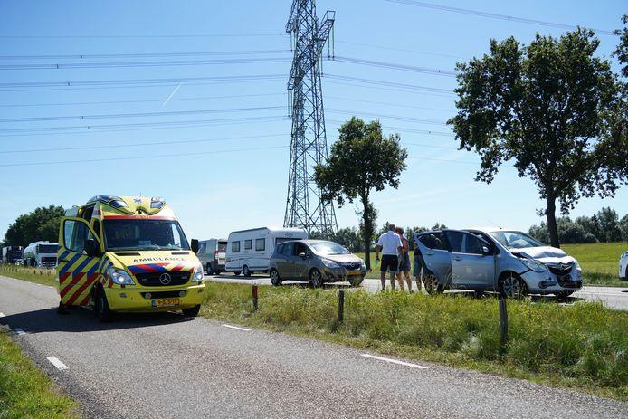 Vrijdagmiddag zijn twee kinderen gewond geraakt bij een kettingsbotsing op de N340 bij Dalfsen.
