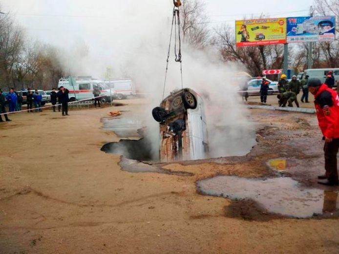 De Lada wordt uit het kokende water getild.
