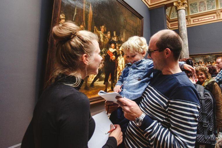 Jong en oud tekent mee in het Rijksmuseum Beeld Bibi Veth
