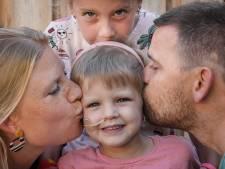 Artsen kunnen doodzieke Hailey (3) niet meer helpen: 'Als we huilen trekt ze gekke bekken tot we lachen'