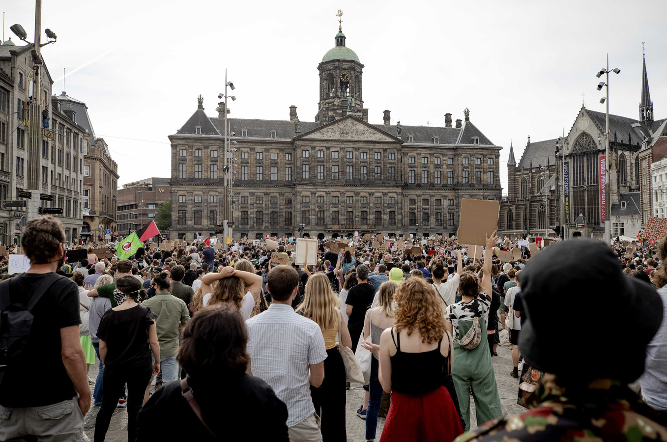 'Was u op 1 juni op de Dam?', is de vraag van de Harderwijkse burgemeester Harm-Jan van Schaik. 'Bij ja, dan even geen gastvrijheid.'