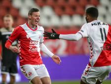 Nick Venema sloophamer van Jong FC Utrecht tegen Jong Ajax