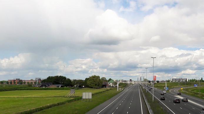 Een lege westbaan van de A2 bij Zaltbommel tijdens de stremming A2 van noord naar zuid.