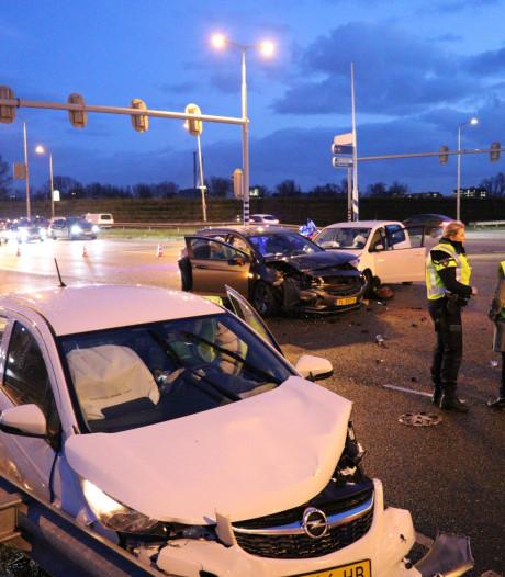 Botsende auto's op Martin Luther Kinglaan zorgen voor ravage en verkeershinder