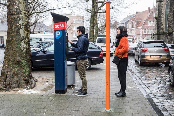 De Stad Gent haalt jaarlijks ongeveer dertig miljoen op aan parkeerinkomsten.