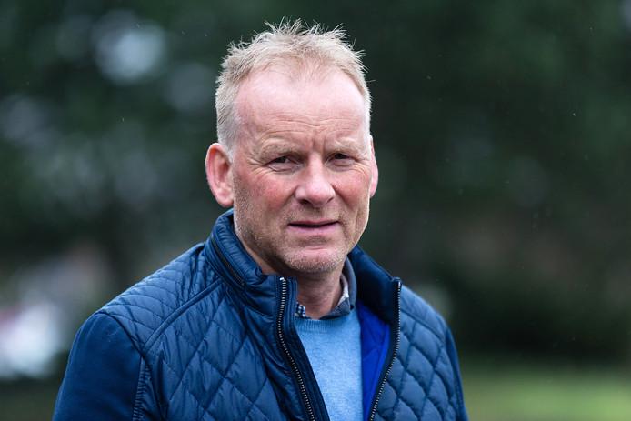 Trainer Frenk van der Kleij degradeerde vorig seizoen met TAVV, maar greep nu met de Ter Aarders de eerste periodetitel in de derde klasse.