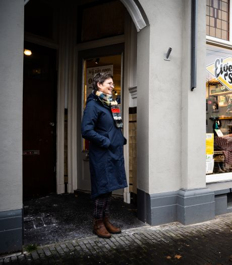Winkels dicht? Hier brandt nog licht! Kledingzaken verkopen massaal via sociale media: 'Bh's passen met de 'boobie-phone'