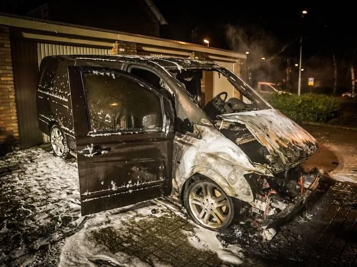 Bestelbus in Eindhoven verwoest door brand
