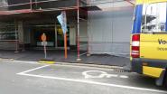 """Parkeerplaatsen voor mindervaliden in Fabiolapark ingenomen door werken: """"26 bewoners met een beperking in de problemen"""""""